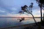 Sonnenuntergang am Lake Cootharaba bei Noosa