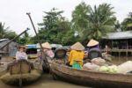 Ein kleiner schwimmender Markt im Mekong Delta