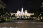 Rathaus mit Statue von Ho Chi Minh
