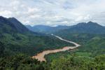 Der Nam Ou River schlängelt sich durch die Landschaft