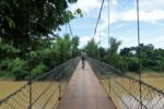 Mit dem Fahrrad über die Hängebrücke