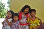 Die Kinder sind an uns Bleichgesichtern sehr interessiert