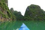Kayak fahren in der Halong Bay