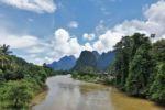 Wunderbare Landschaft um Vang Vieng/Phathang