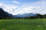 Reisfelder und Karstberge